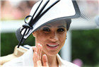 气质!梅根王妃长裙配礼帽