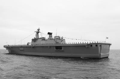 """韩""""独岛""""级二号攻击舰下水"""