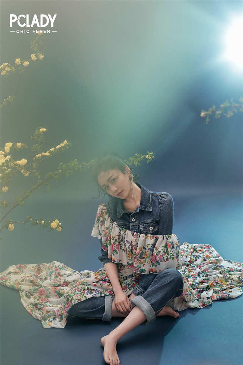 刘芸曝最新写真 纯净柔美笑靥如花