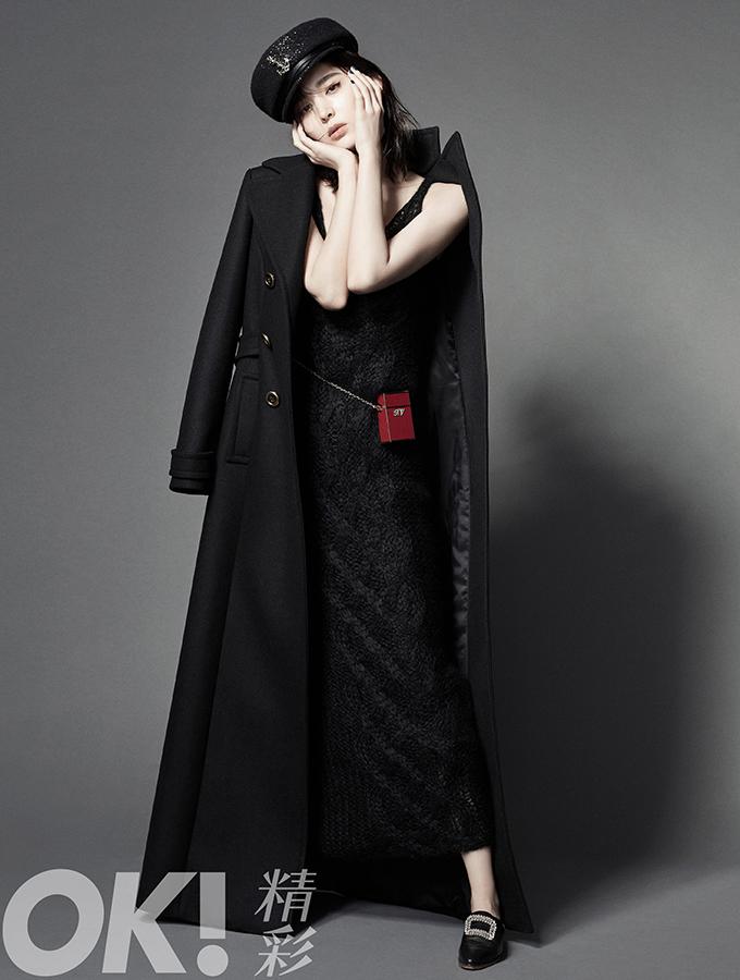 娜扎解锁大片时尚魅力十足 黑白光影重燃默片风姿