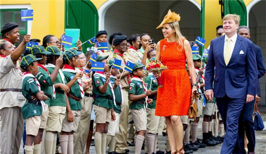 荷兰国王夫妇闪电式访问库拉索