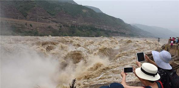 黄河壶口瀑布迎来汛期 再现壮美瀑布群