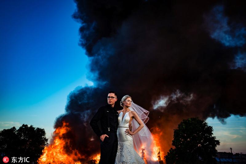美国新人拍婚纱照遭逢大火 熊熊烈火当背景惊险又浪漫