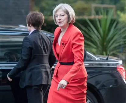 """英欧将举行正式谈判 英首相赴法""""临阵磨枪"""""""