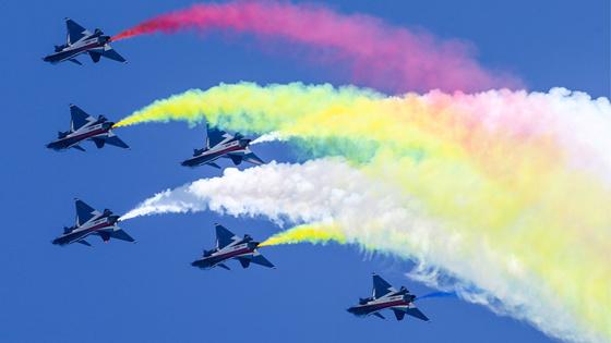 中国八一飞行表演队赴俄参演