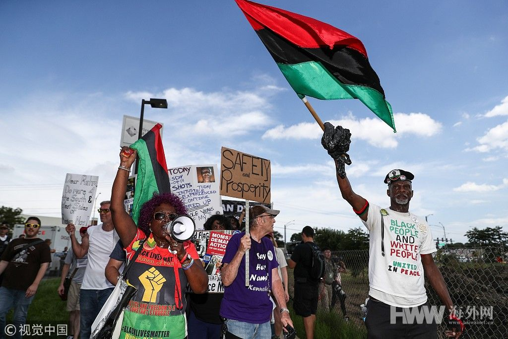 不满暴力事件频发 芝加哥市民游行要市长辞职