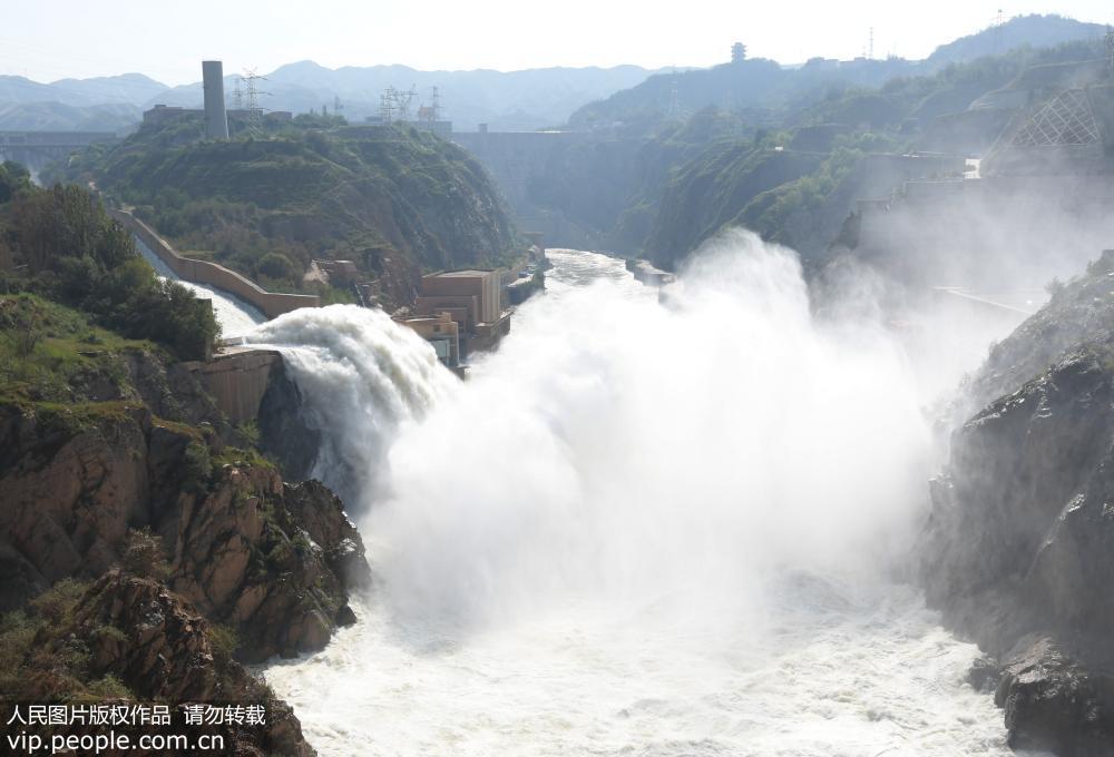 刘家峡水库加大泄洪