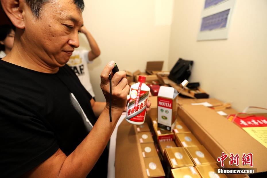 河南将首次公开拍卖工作人员上交礼品