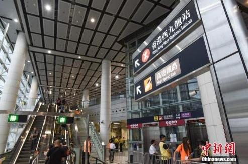 """香港,欢迎搭乘国家发展""""高铁"""""""