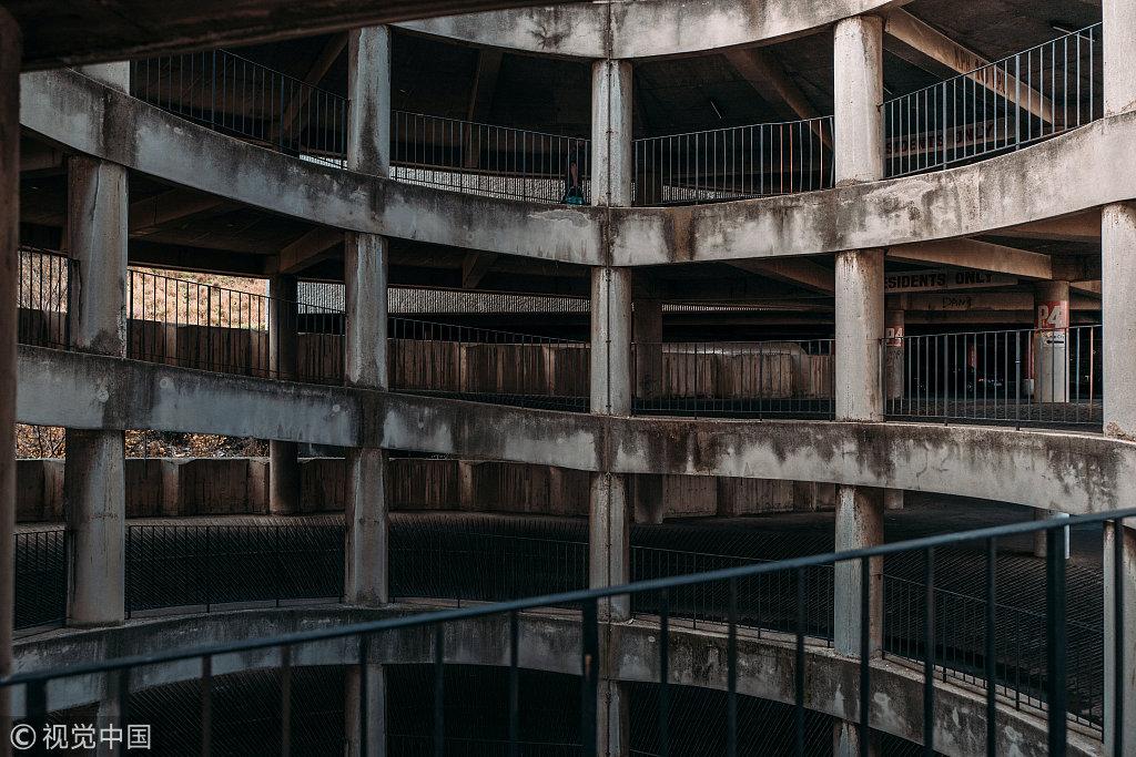 """55层非洲最高住宅楼变""""垂直贫民窟"""" 引来惊悚片取景"""