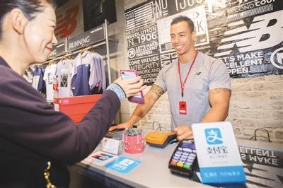 手机消费成主流 移动支付平均使用率达43%