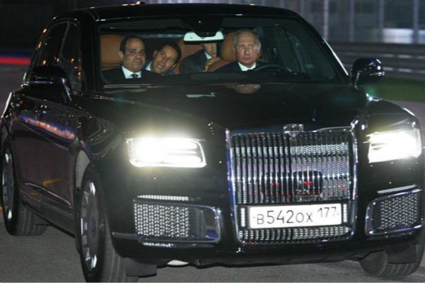 真拉风! quot;老司机 quot;普京开新车带埃及总统兜风(图)