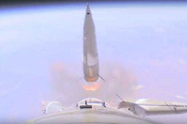 俄载人飞船发射失败画面曝光 突然失控旋转(视频)