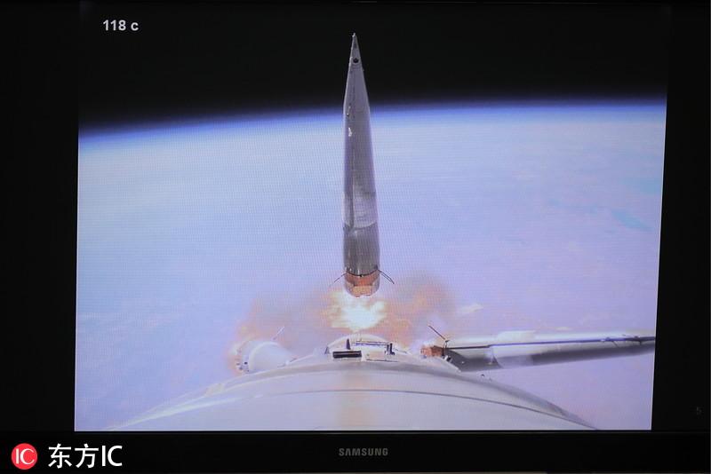 俄载人飞船发射失败画面曝光 助推器分离失控旋转