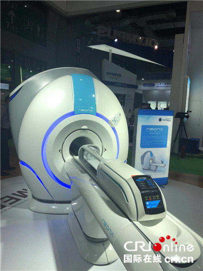 图片默认标题_fororder_首届中国国际进口博览会上的全球首台婴儿用核磁共振设备 摄影:盛玉红_副本