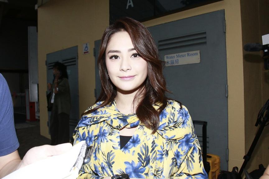 阿娇黄色碎花裙明亮减龄
