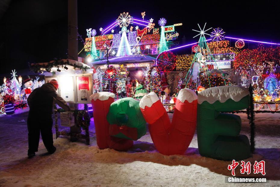 加拿大多伦多打造彩灯小屋做慈善 为病童募善款