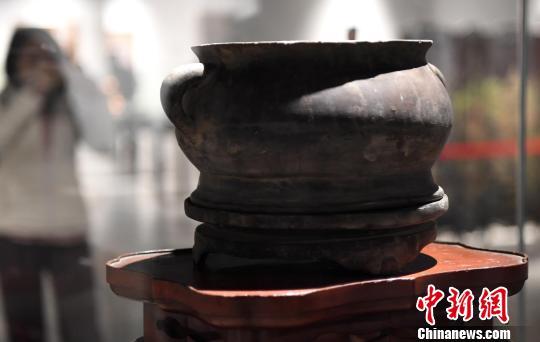 展品之明代《福州脱胎漆器蚰耳炉》。 记者刘可耕 摄