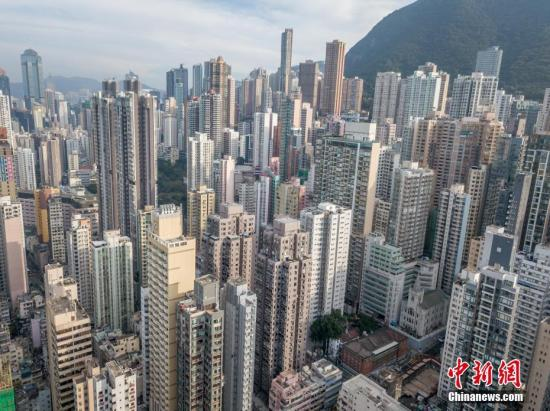 通过航拍机,从香港上环高处拍摄的高楼大厦如雨后春笋。 <a target=&#39;_blank&#39; href=&#39;http://www.chinanews.com/&#39;>中新社</a>记者 谢光磊 摄