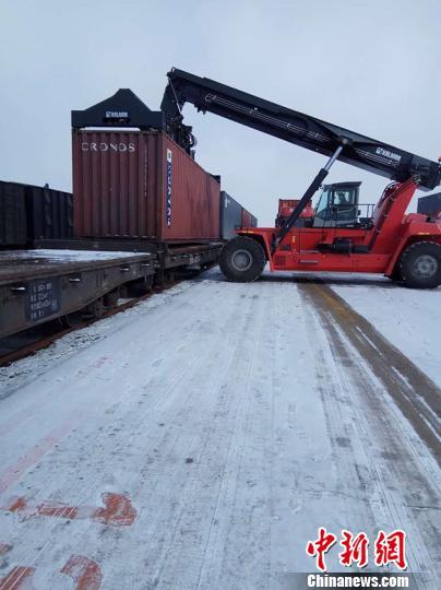 大批货物装车发往欧洲。长春国际陆港发展有限公司供图