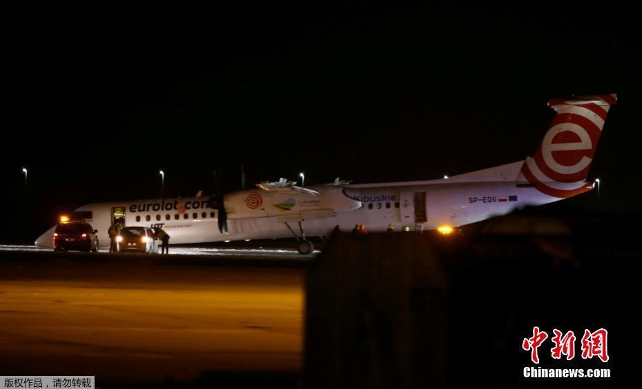 波兰航空飞机降落时发生事故 头部着地紧急着陆