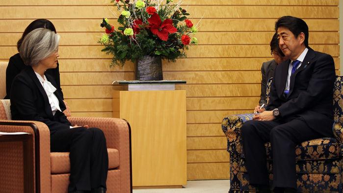 [슬라이드 포토] 강경화 외교장관 일본 방문…아베 면담