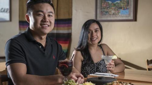 中国侨网在墨尔本Croydon区开设墨西哥餐馆的华裔夫妇。(澳大利亚《星岛日报》)
