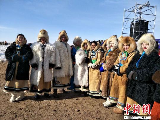 锡林浩特冬季那达慕开幕银色草原吸引万名游客