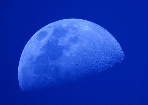 蓝月亮.jpg
