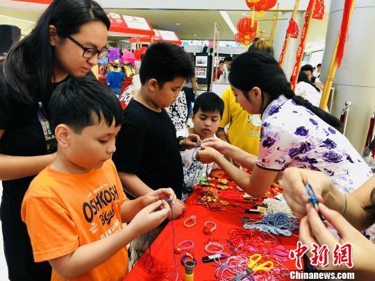 菲律宾红溪礼示大学孔子学院举办狗年大吉中华文化体验展