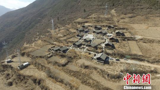 云端上的古藏寨焕发生机