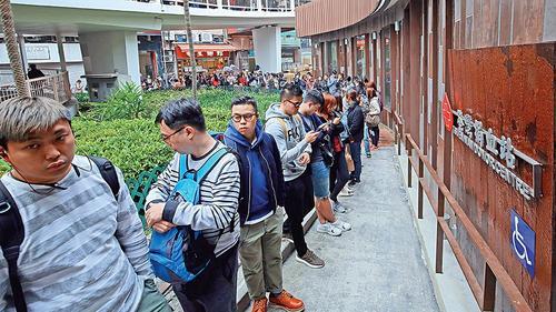 香港巴士侧翻市民踊跃捐血机构捐善款超3300万港元