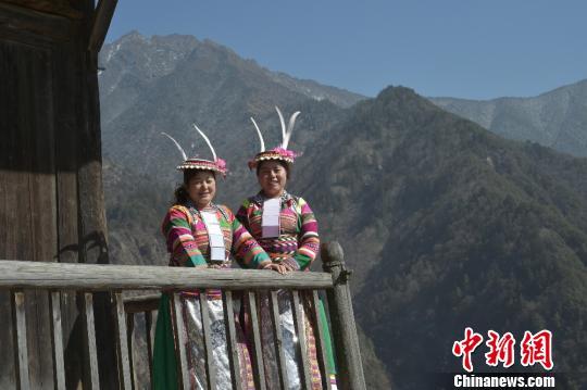 图为白马藏族姑娘。 杨勇 摄