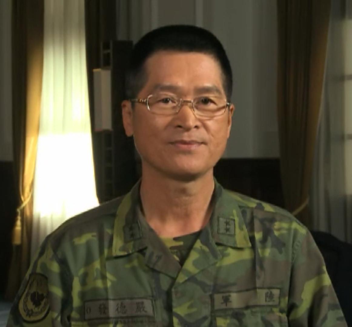 Army_(ROCA)_Lieutenant_General_Yen_Teh-fa_陸軍中將嚴德發_(20100313_總統治國週記).png