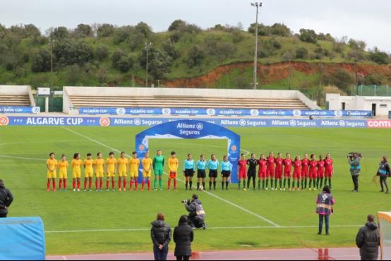 旅葡华侨为阿尔加夫杯中国女足对葡萄牙揭幕站助威171.png