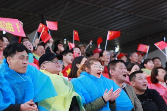 旅葡华侨为阿尔加夫杯中国女足对葡萄牙揭幕站助威440.png