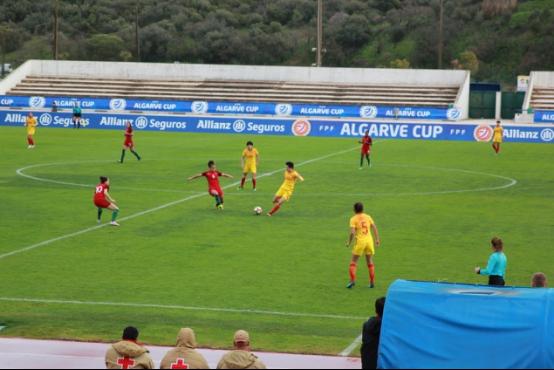 旅葡华侨为阿尔加夫杯中国女足对葡萄牙揭幕站助威503.png
