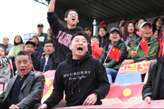 旅葡华侨为阿尔加夫杯中国女足对葡萄牙揭幕站助威587.png