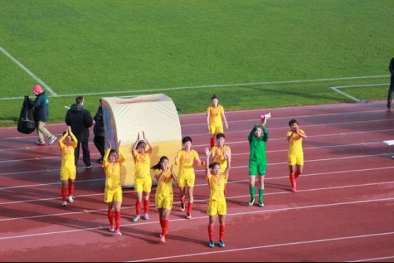 旅葡华侨为阿尔加夫杯中国女足对葡萄牙揭幕站助威701.png