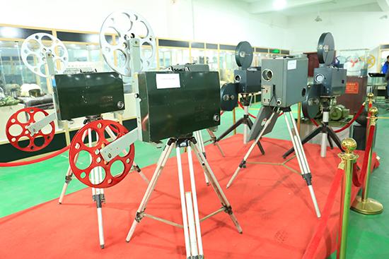 博物馆展出的电影机.JPG