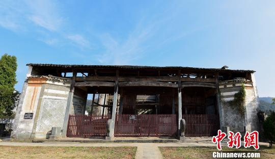 暴风雨强袭江西婺源建于清代雍正年间敦伦祠倒塌