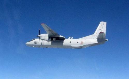 图为俄罗斯安-26运输机