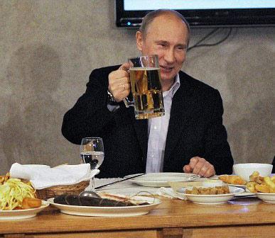 普京自曝与默克尔关系铁:她经常送我德国啤酒