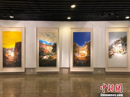 图为表现太行山地区风貌及淳朴民风的组画《四季太行》。 尹力 摄