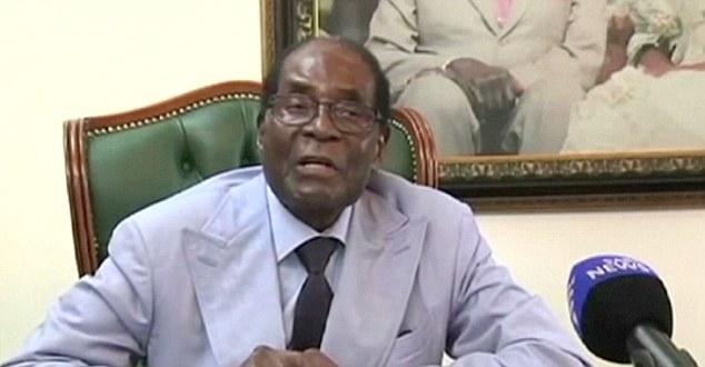 穆加贝接受南非国家电视台采访