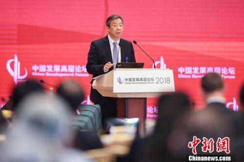 3月25日,新任中国人民银行行长易纲在北京出席中国发展高层论坛。<a target=&#39;_blank&#39; href=&#39;http://www.chinanews.com/&#39;>中新社</a>记者 崔楠 摄