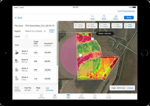 Climate FieldView 数字农业平台先进播种处方 气候公司供图 从选择合适的种子、适宜的种植密度,到病虫害防控、精准灌溉、高效施肥,再到收获和仓储,在每个种植季中,农民需要作出40~50 项决定,而这些决定都会影响最终收成。 过去,农民往往凭经验作决策,而如今,社会其他领域正在发生的数字革命也深刻地影响到农业的发展,为农民带来了管理农田手段的变革。数据科学、人工智能、机器人的使用为之带来了更好的解决方案、技术和工具。精准农业帮助农民提高效率并减少资源消耗,让农业更具可持续性。 大数据农业已