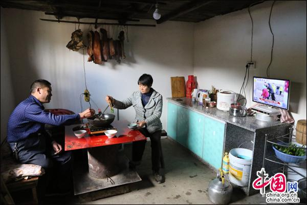 贵州福泉:村民曹志发身残志愈坚 脱贫不靠等