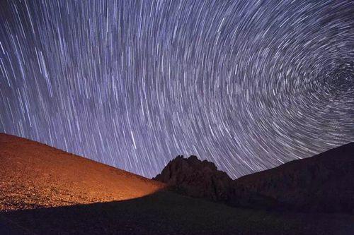 2015年8月,西藏那曲无人区,长曝光后的银河星空。吴哲潇摄_副本.jpg