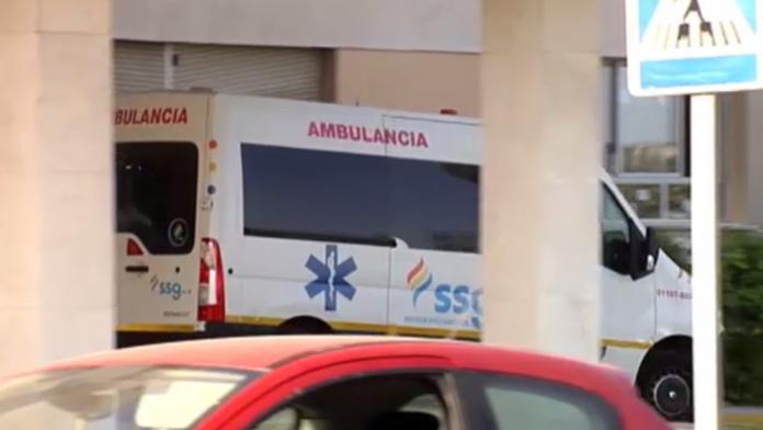 西班牙救护车将病人掉落高速公路 司机浑然不知
